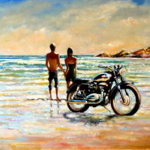 Мотоцикл на берегу и парень с девушкой