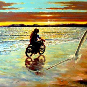 Мотоцикл на пляже прибой и закат